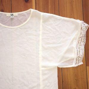 Ya Los Angeles | White Crochet Short Sleeve Top